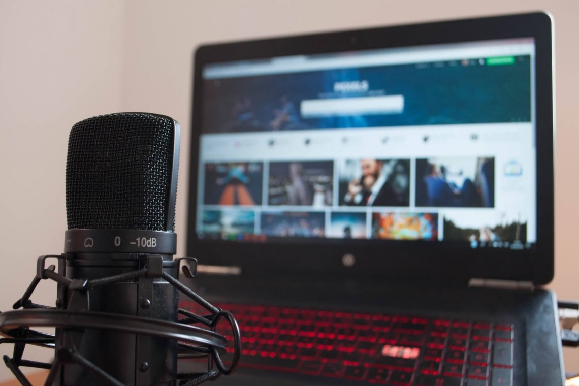Difference Between Public and Private Live Streaming
